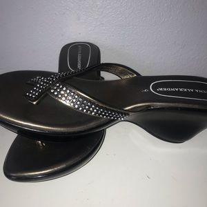 Athena Alexander Sz 9 Wedge Sandal EUC
